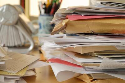 messy-desk1